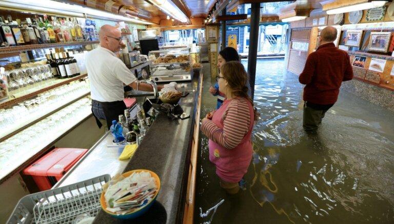 Foto: Daiļajā Venēcijā turpinās pusgadsimta plūdi