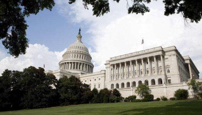 """Конгресс США рассмотрит санкции против """"Северного потока-2"""""""