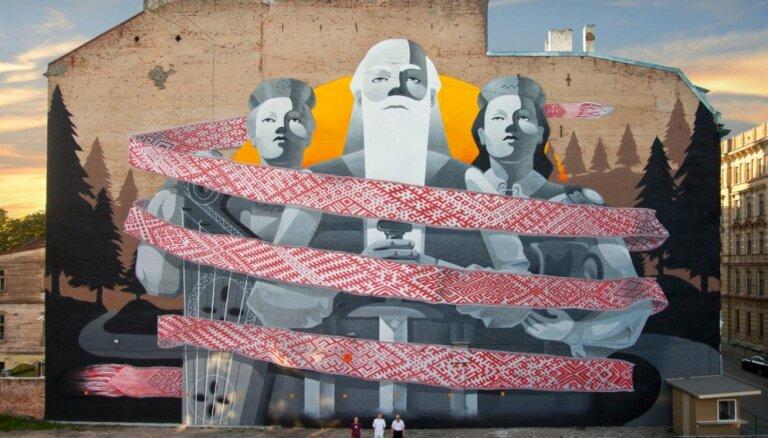 Ielu mākslinieki Tallinas ielā rada Baltijā lielāko 'grafiti'
