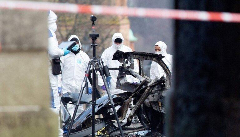Foto: Ziemeļīrijā pie tiesas nama Deri uzsprāgusi automašīna