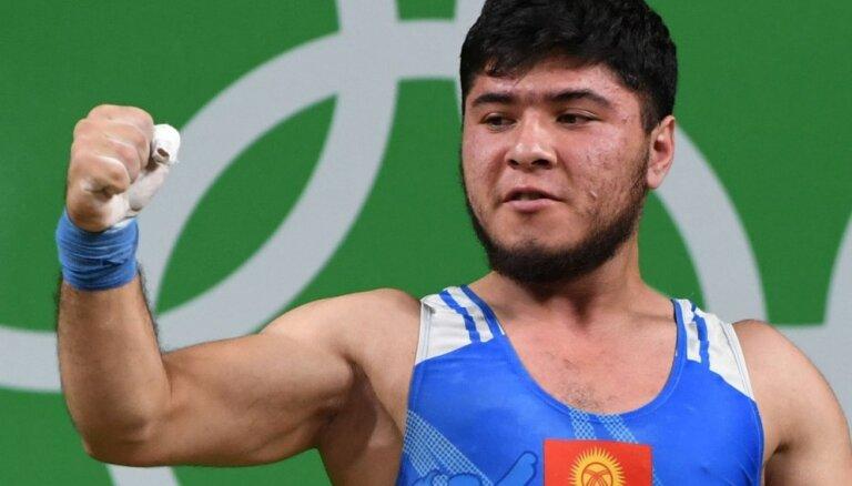 Kirgizstānas svarcēlāja Artikova analīzēs atrod strihnīnu un atņem Riodežaneiro izcīnīto medaļu