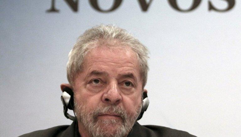 Brazīlijā tiesnesis atceļ lēmumu par eksprezidenta Lulas atbrīvošanu no ieslodzījuma