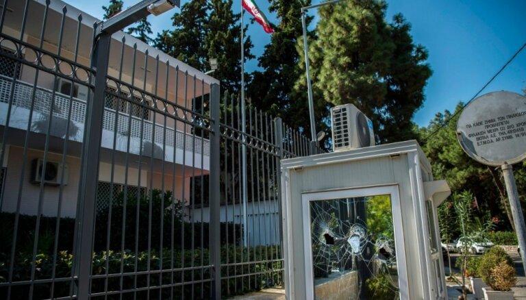 Anarhisti Atēnās uzbrukuši Irānas vēstniecībai