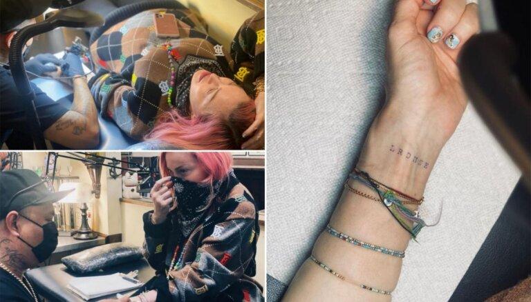 Popmūzikas karaliene Madonna 62 gadu vecumā uztaisa pirmo tetovējumu