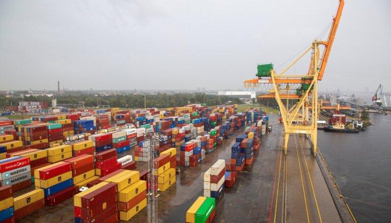 Turpinot kravu apstrādes infrastruktūras modernizāciju, Rīgas ostā atklāj jaunu konteinerceltni