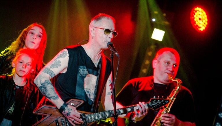 Foto: 'Līvi' ar jaudīgu koncertu nosvin albuma 'Pluss Mīnuss' izdošanu