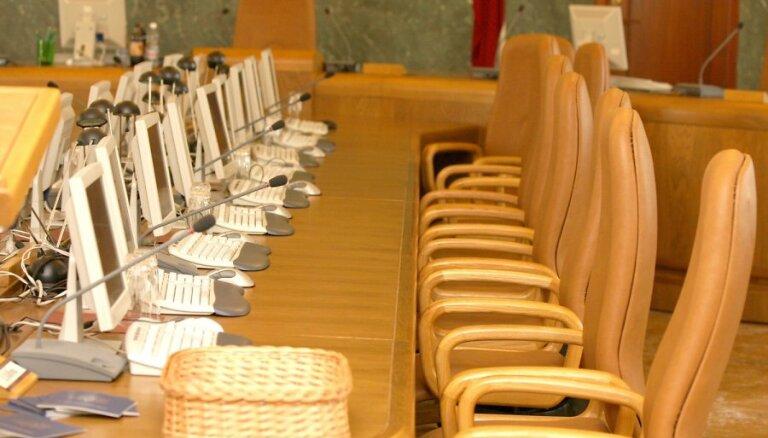 Seši no valdības ministriem var atjaunot Saeimas deputāta mandātu