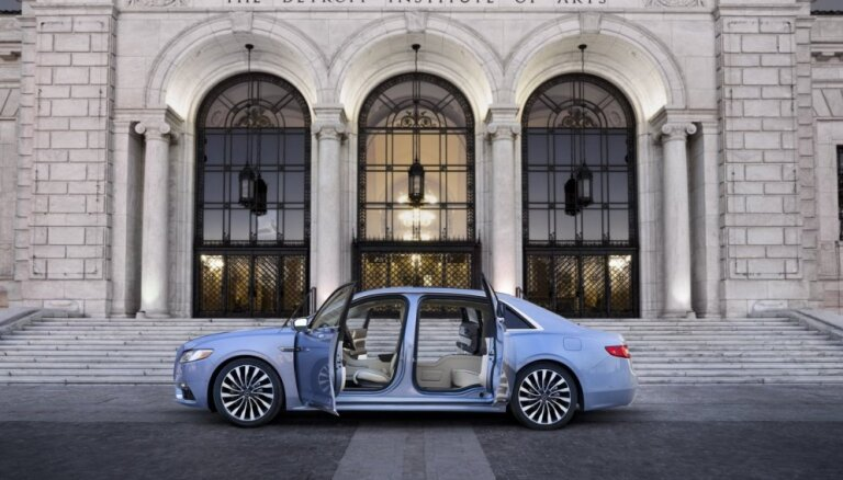 'Lincoln Continental' jubilejas versija ieguvusi 'Rolls-Royce' stila durvis