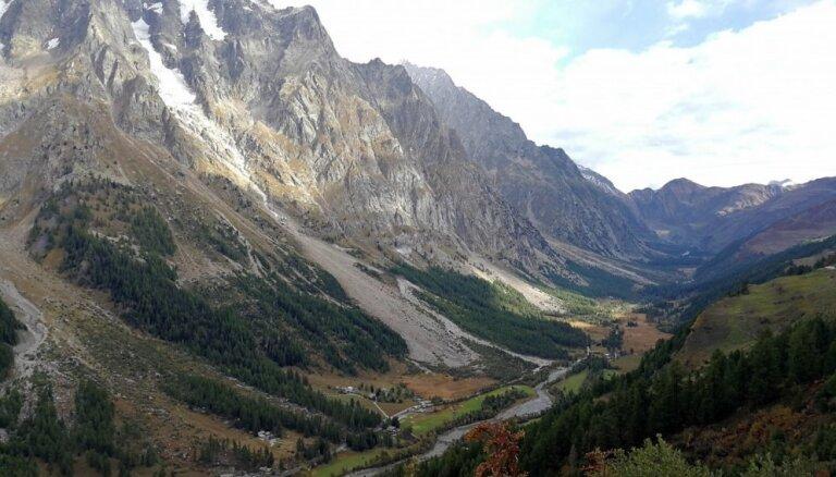 Pārkarsušas velosipēda bremzes Austrijas Alpos izraisa plašu meža ugunsgrēku