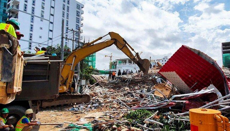 Kambodžā sabrūk septiņstāvu ēka; vismaz septiņi bojāgājušie
