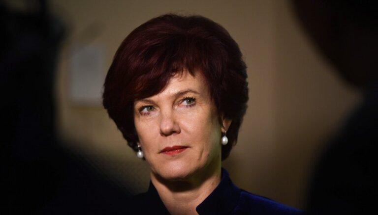 Āboltiņa Ārlietu ministrijai iesniegusi lūgumu par atjaunošanu diplomātiskajā dienestā