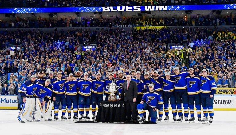 'Blues' hokejisti kļūst par 'Bruins' pretiniekiem Stenlija kausa finālā