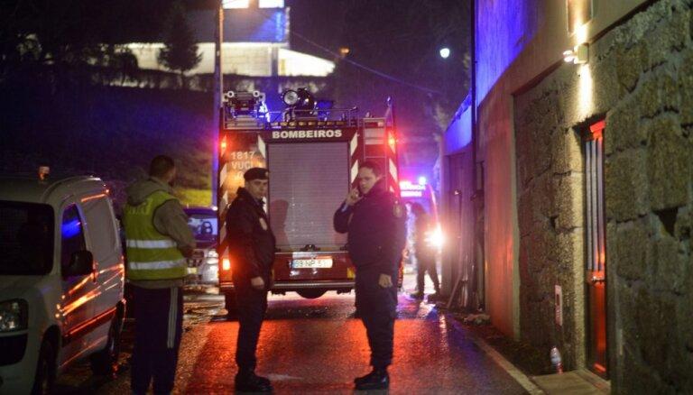 Ugunsgrēkā kultūras centrā Portugālē vismaz astoņi bojāgājušie