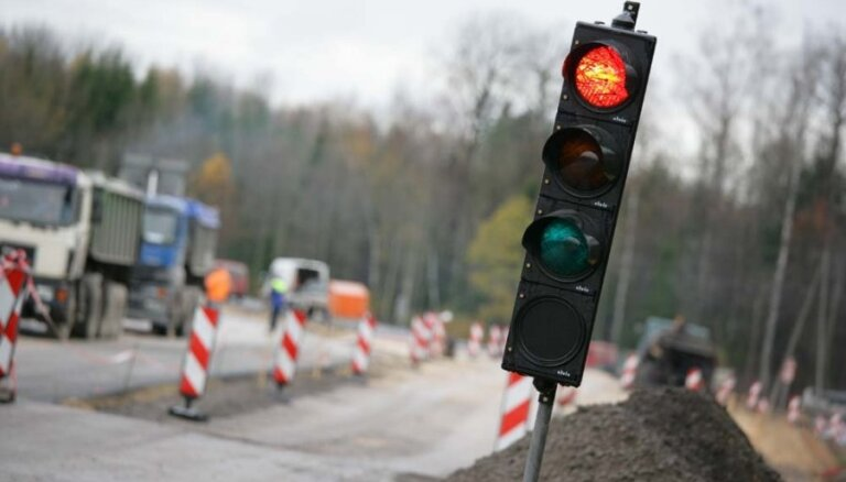 Tallinas šosejas 'melnajā punktā' likvidē kreiso pagriezienu