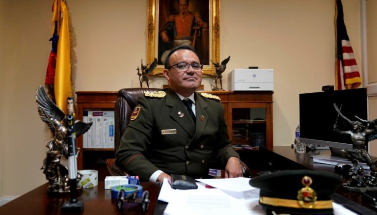 Venecuēlas militārais atašejs ASV pāriet opozīcijas pusē