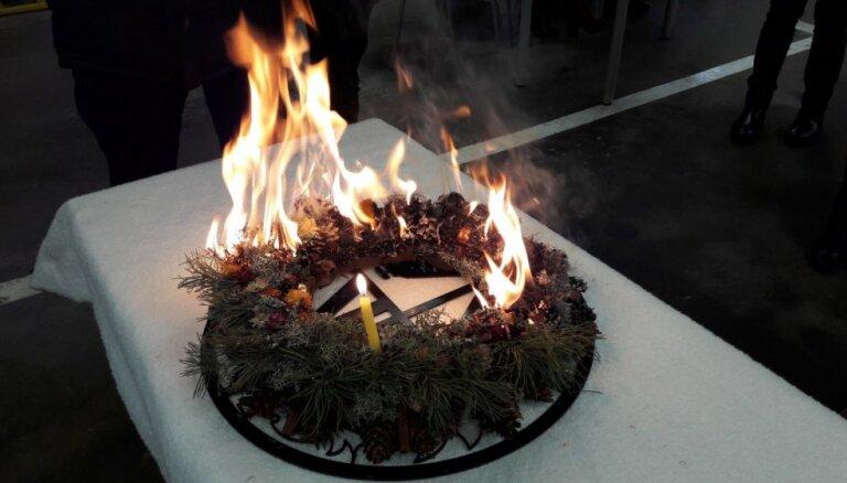 Lai degoša svece neizraisītu ugunsgrēku: VUGD drošības padomi