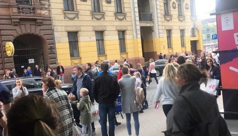 В Риге эвакуировали посетителей торговых центров Galerija Rīga, Alfa и Spice