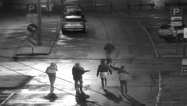"""ФОТО. Француз спустил штаны и бегал по ул. 13 Января, демонстрируя """"достоинства"""""""