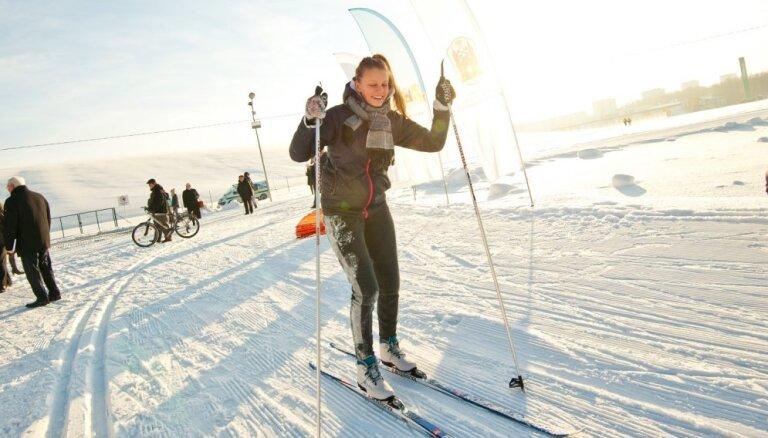 В Межапарке открыта освещенная трасса для дистанционных лыж