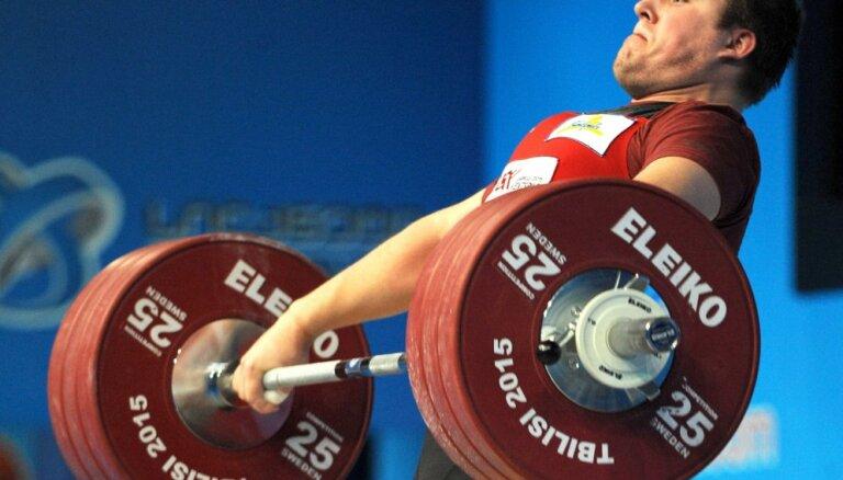 Plēsnieks pleca operācijas dēļ izlaiž Eiropas čempionātu svarcelšanā