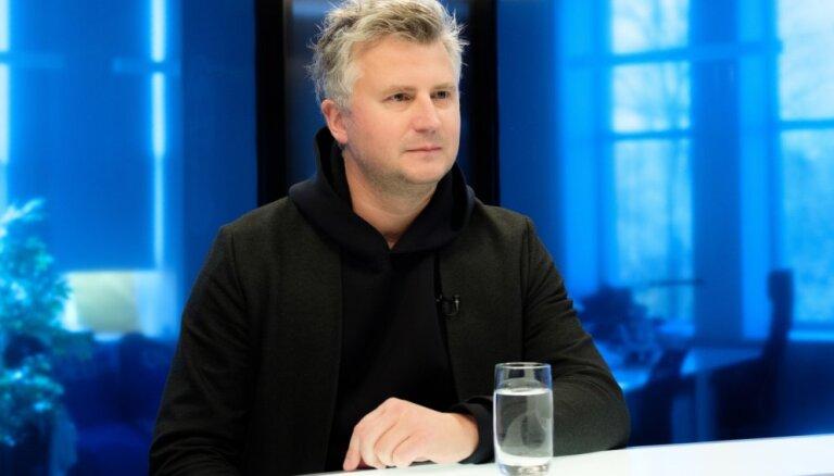 Režisors Sīmanis kritizē valdības neizlēmību: visi redzējām, pie kā plānprātiņi Daugavmalā novedīs