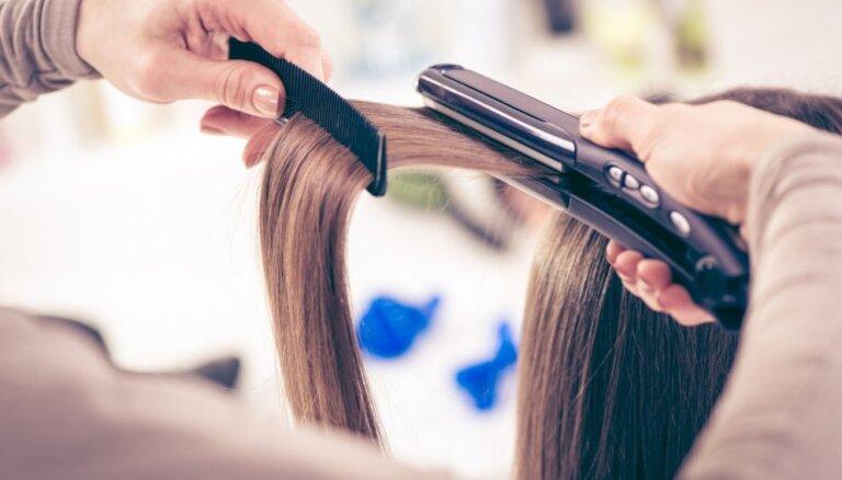 Kā un kāpēc vajadzētu regulāri mazgāt ķemmes un matu veidotājus