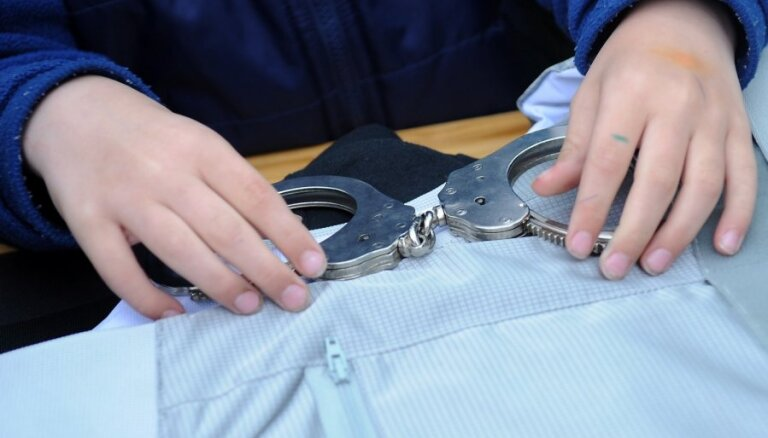 Ventspilī aizturēti krāpnieki, kas uzdodas par Vides dienesta darbiniekiem