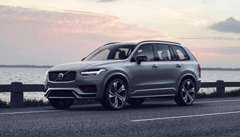 'Volvo' modernizējis savu lielāko apvidnieku 'XC90'