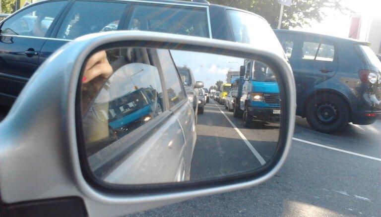 Atpūtniekiem atgriežoties no brīvdienām, Pierīgā veidojas sastrēgumi