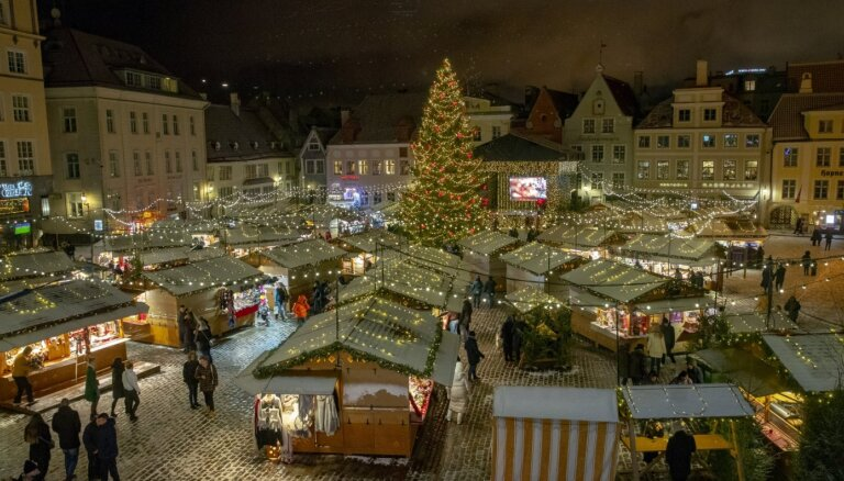 ФОТО. Лучшая в Европе Рождественская ярмарка и могучая ель - как к праздникам приготовился Таллин?