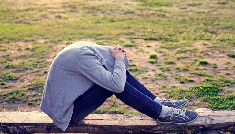 Hormoni vai depresija? Signāli vecākiem, kā atpazīt pusaudža emocionālo nestabilitāti