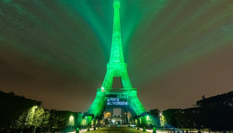 Ar 'Toyota' ūdeņraža degvielas šūnu tehnoloģiju izgaismo Eifeļa torni