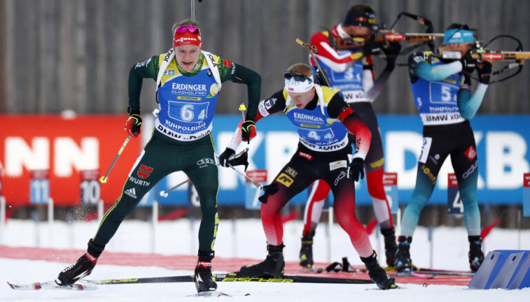Норвежцы и француженки победили в эстафетах в Рупольдинге, латвийцев сняли с трассы