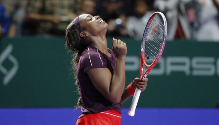 Stīvensa kļūst par Svitoļinas pretinieci 'WTA Finals'