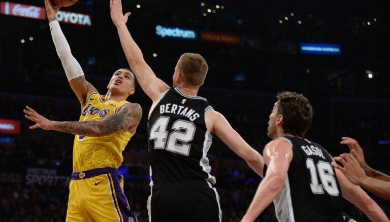 Bertāns un Sanantonio 'Spurs' pagarinājumā uzvar Džeimsu un 'Lakers'