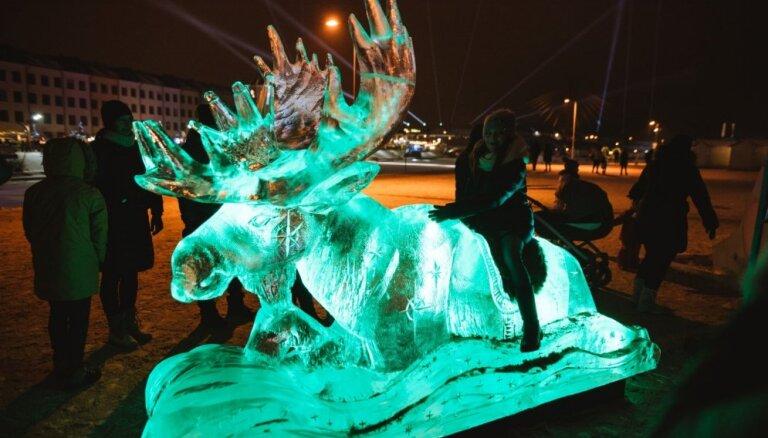 Ledus bārs un teātris: ko sagaidīt no ledus skulptūru festivāla Jelgavā
