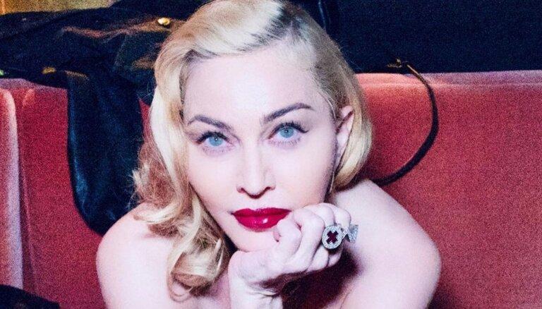 ФОТО: 62-летняя Мадонна снялась топлесс для соцсетей