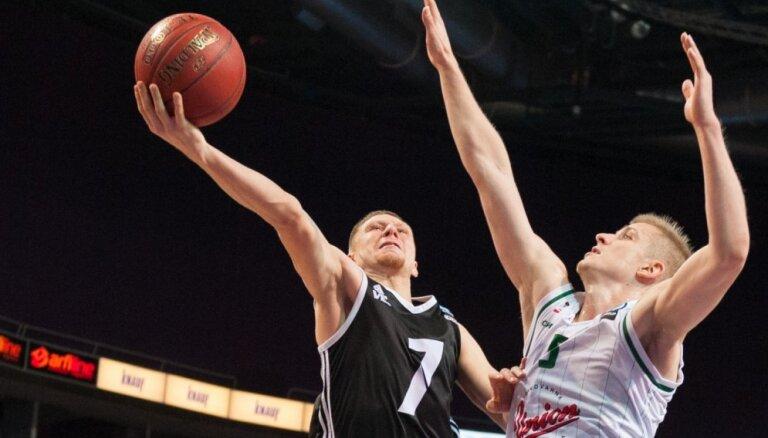 'VEF Rīga' spēlētājs Jakovičs iedzīvojies ikra muskuļa plīsumā