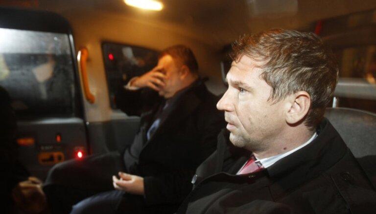Londonas tiesa atļauj 'Snoras' īpašniekiem retāk reģistrēties policijā
