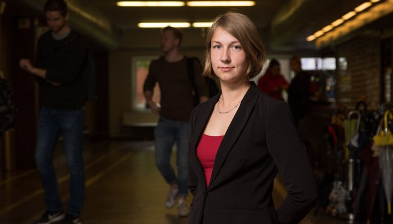 Bez piecām minūtēm absolvents: kriminālpolicijas izmeklētāja Juta Kacena tiesībzinātņu grādu tver kā investīciju nākotnē