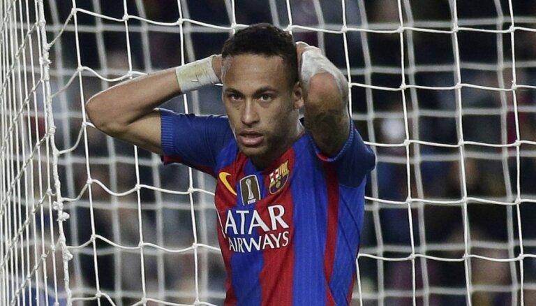 'FC Barcelona' lūdz Neimaram noliegt baumas par pāreju uz PSG