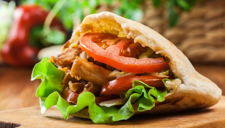 Vistiņa, maizīte, dārzeņi. Sešas kebabnīcas Rīgā, kur šovasar gatavo labākos kebabus