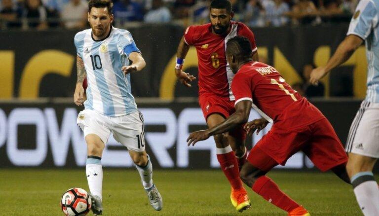 Argentīnas prezidents, Maradona un visa valsts lūdz Mesi neaiziet no izlases