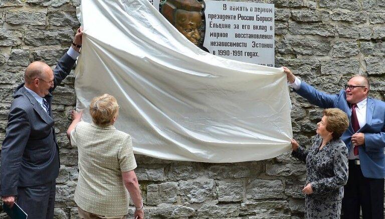 В Таллинне открыт барельеф Борису Ельцину