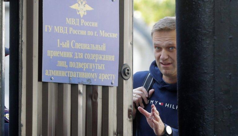Navaļnijs pēc 30 dienu administratīvā aresta izciešanas iznāk brīvībā