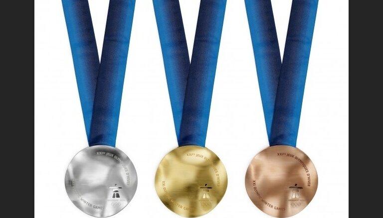 Brāļiem Šiciem pasniegtas Vankūveras olimpisko spēļu sudraba godalgas