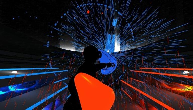 Video: Kā ir pabūt virtuālajā realitātē
