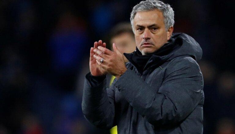 """""""Манчестер Юнайтед"""" уволил Моуринью и нашел португальцу замену"""