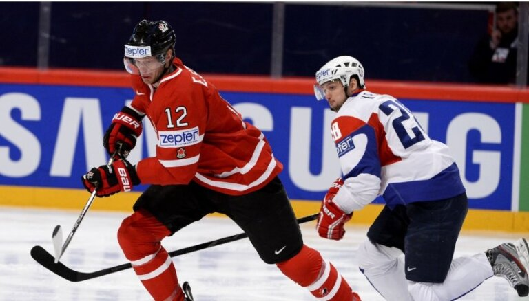 Video: Slovēnijas hokejisti uz atvadām 'pakutina nervus' Kanādai