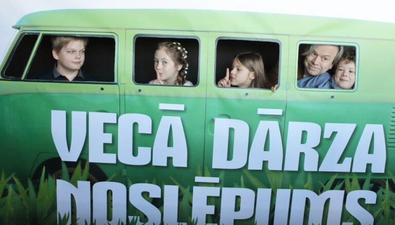 Foto: Nosvinēta pirmizrāde jaunai pašmāju ģimenes filmai 'Vecā dārza noslēpums'